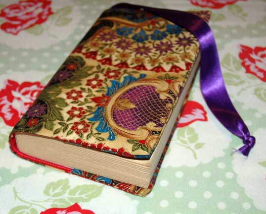 Make A Fabric Book Cover : Tutorial sew a fabric paperback book cover sandra